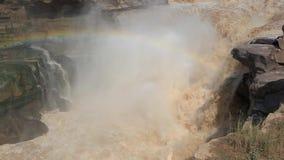 Störst gul vattenfall för Hukou vattenfall- i Kina arkivfilmer