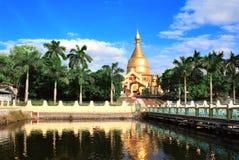 Störst kloster och guld- stupa, Myanmar Arkivbild