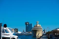 Störst personlig yacht i världen som är dilbar av ryssusmanov i barcelona Royaltyfria Bilder