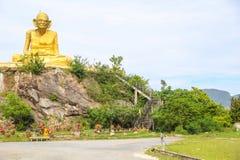 Störst staty av Luang Pu Thuat i Phatthalung, Thailand Royaltyfria Bilder