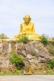 Störst staty av Luang Pu Thuat i Phatthalung, Thailand Arkivbilder
