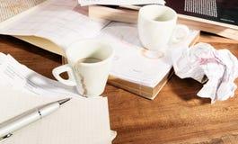 Störung auf dem Tisch der Arbeit Lizenzfreie Stockbilder