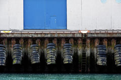 Stötdämpare som göras av gamla gummihjul Royaltyfria Foton