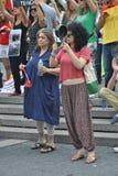 Stötta personerna som protesterar i den istanbul kalkon royaltyfri bild