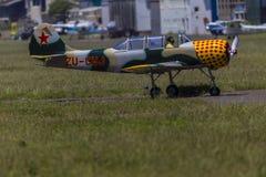 Stötta plan Yak-52 Royaltyfria Foton