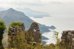 Stötta scape nära Maratea, Basilicata, Italien Royaltyfria Bilder