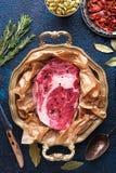 Stück der Draufsicht des Rindfleisches des rohen Fleisches lizenzfreies stockbild