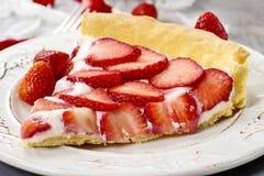 Stück des Erdbeere-Törtchens Lizenzfreies Stockbild