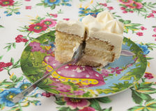 Stück des Kuchens mit einem Löffel Stockfotos
