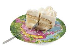 Stück des Kuchens mit einem Löffel lokalisiert Lizenzfreies Stockfoto