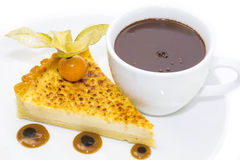 Stück des Kuchens mit Maracuja Lizenzfreie Stockfotos