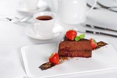 Stück des Kuchens mit Tasse Tee Stockfotografie