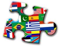Stück des Puzzlespiels mit internationalen Markierungsfahnen Stockbilder