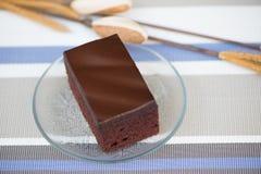 Stück des Schokoladenkuchens lizenzfreie stockbilder