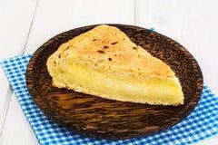 Stück des Snackkuchens mit Käse und Kreuzkümmel lizenzfreie stockbilder
