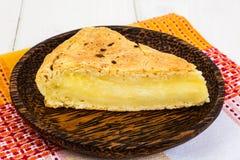 Stück des Snackkuchens mit Käse und Kreuzkümmel lizenzfreie stockfotos