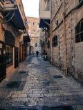Stück Geschichte - die heilige Straße, die unser Retter in der Stadt von Jerusalem hergestellt hat Lizenzfreie Stockfotografie