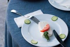 Stück Käse auf einer Platte Stockfotografie
