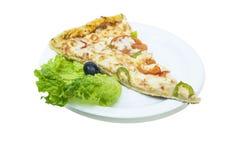 Stück Pizza auf einer weißen Platte stockfoto