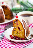 Stück von Feiertag bundt Kuchen Lizenzfreies Stockfoto
