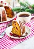 Stück von Feiertag bundt Kuchen Stockfotos