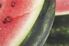 Stücke der geschnittenen Wassermelone, Abschluss oben Lizenzfreie Stockfotos