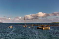 Stücke des Kriegsschiffs nahe Lamm Holm Island, Orkneys Lizenzfreie Stockfotografie