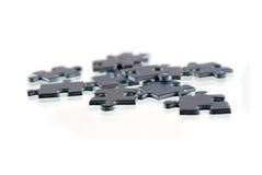 Stücke des Puzzlespiels, getrennt auf weißem Hintergrund Lizenzfreies Stockbild