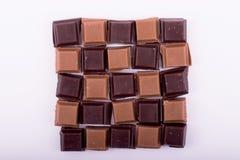 Stücke Dunkelheit und Milchschokolade Lizenzfreie Stockfotos