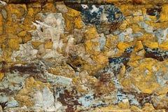 Stücke Farbe auf Metallhintergrund Stockbilder