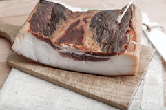 Stücke geräucherter Schweinefleischspeck Stockfoto