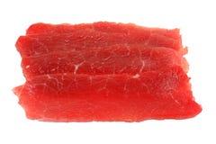 Stücke paper-thin geschnittenes Rindfleisch getrennt auf Weiß Stockbild