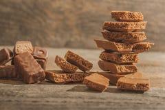 Stücke Schokolade stockfotos