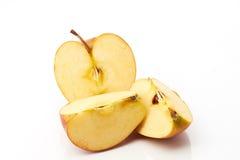 Stücke von delicius Apfel lokalisiert Stockfotografie