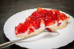 Stücktörtchen mit Erdbeeren Stockfotos