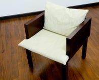 Stühle auf dem Fußboden Lizenzfreies Stockbild