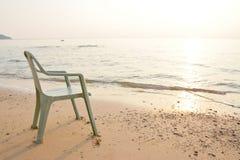 Stühle auf dem Strand Stockbilder