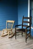 Stühle auf einem Portal Lizenzfreie Stockbilder