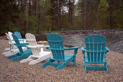 Stühle auf einem See Lizenzfreie Stockbilder