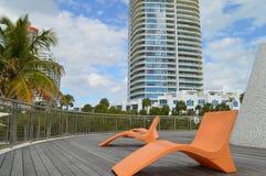 Stühle auf Pavillon, Süd-Pointe-Park, Südstrand, Florida Stockbild