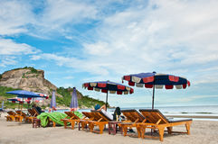 Stühle auf Strand Stockfotos