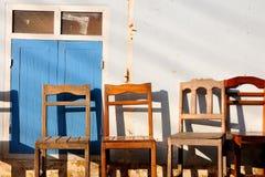 Stühle auf Wand. Lizenzfreie Stockfotografie