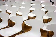 Stühle in der Halle Stockbilder