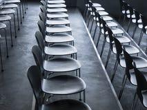Stühle in der Seminarsitzung leere Sitze der Reihe stockfotos