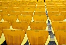 Stühle des Kricket-Stadions von HPCA lizenzfreies stockbild