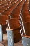 Stühle in Folge lizenzfreies stockfoto