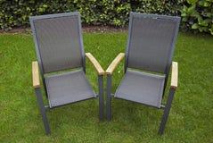 Stühle im Garten Stockbild