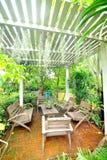 Stühle im Garten Lizenzfreie Stockbilder