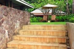 Stühle im Garten Stockfoto