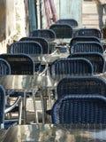 Stühle im Kaffee Stockfoto